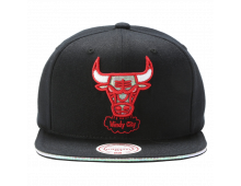 Pirkt Beisbola cepure MITCHELL AND NESS Chicago Bulls Dark Hologram BH71X4 Elkor